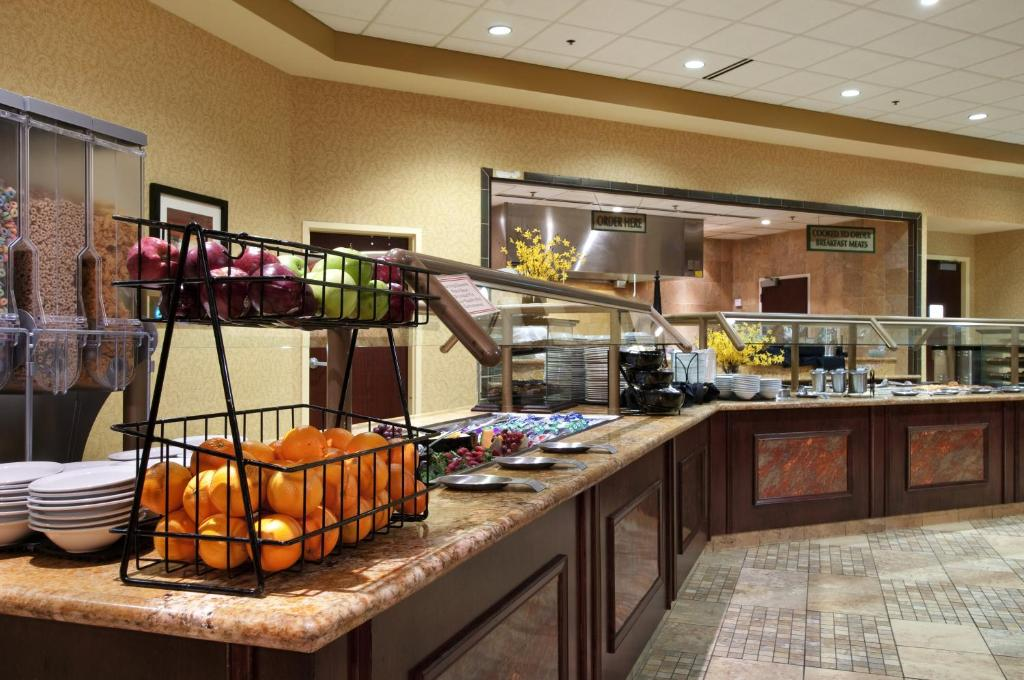 Book Now Embassy Suites Huntsville - Hotel & Spa (Huntsville, United States). Rooms Available for all budgets. Free cooked-to-order breakfast spacious suites an indoor pool and Von Braun Center next door are on the impressive list of features at the non-smoking Embassy Suites Huntsvill