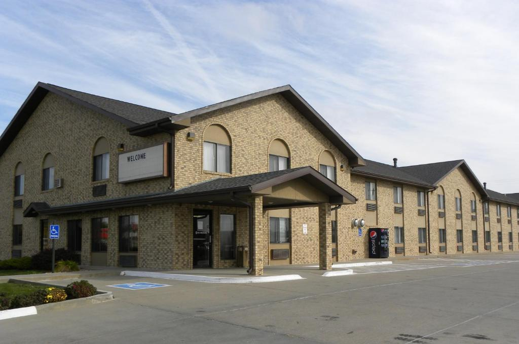 Book Now New Victorian Inn & Suites-Kearney (Kearney, United States). Rooms Available for all budgets. Plenty of freebies like breakfast and parking plus a convenient location are welcome amenities for our guests at the non-smoking New Victorian Inn and Suites Kearney situated