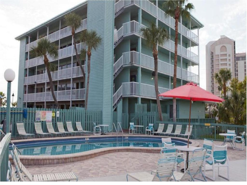 Book Now Clearwater Beach Hotel (Clearwater Beach, United States). Rooms Available for all budgets. Located on the southern end of Clearwater Beach and overlooking the harbour Clearwater Beach Hotel features an outdoor pool and easy access to the sandy shore. Free WiFi is pr