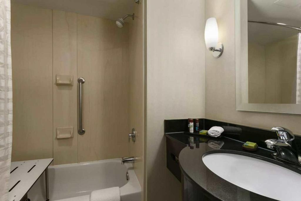 Book Now Emby Suites Dulles North Loudoun Ashburn United States