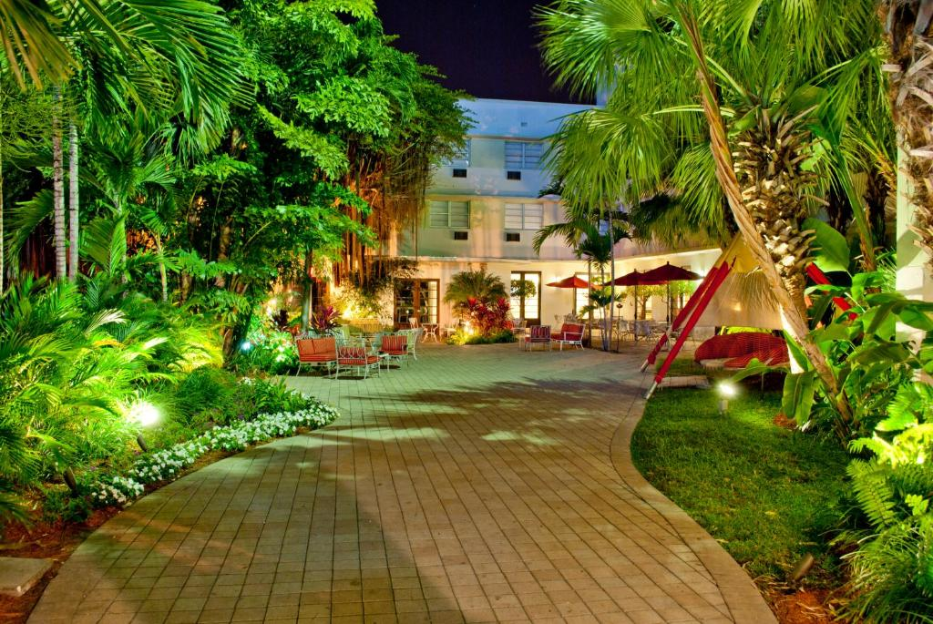 Book Now Dorchester Hotel (Miami Beach, United States). Rooms Available for all budgets. With a tropical setting so lush that it's used for fashion photo shoots the Dorchester Hotel draws our guests with its comfy rooms and retreat-like atmosphere close by the bea