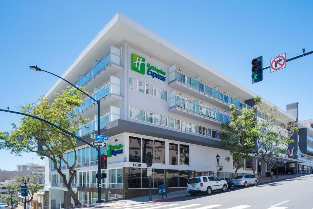Holiday Inn Express - Downtown San Diego photo