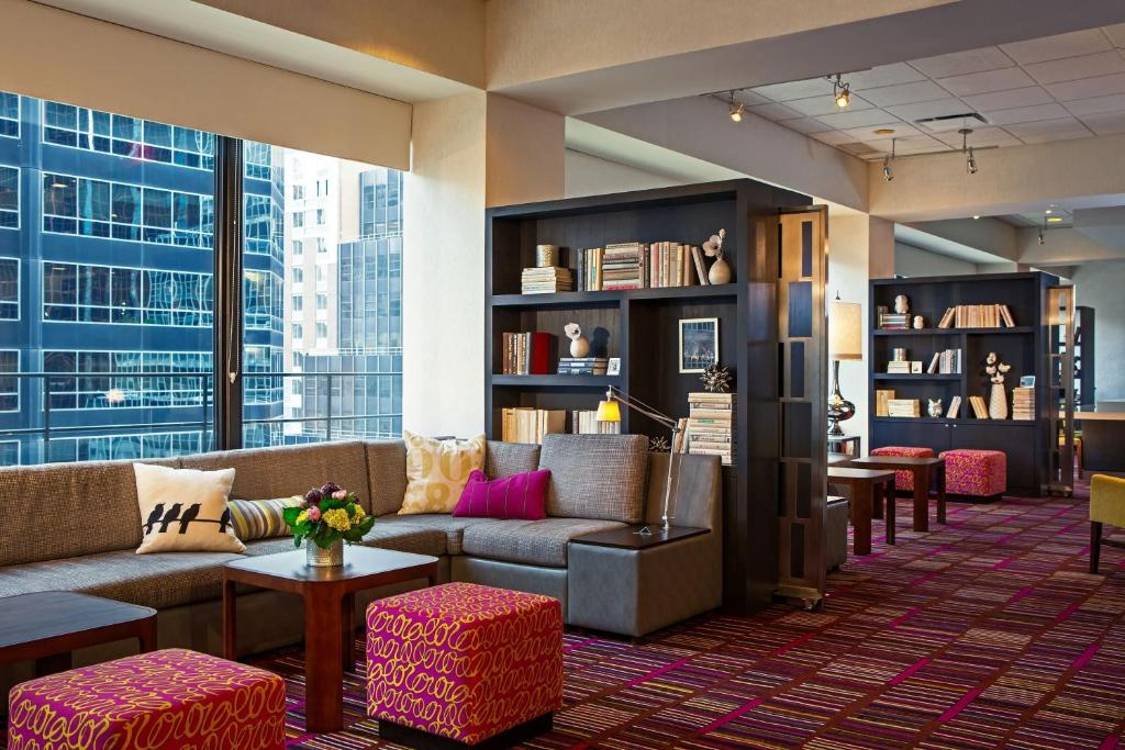 Book Now Courtyard By Marriott Midtown East (New York City, United States). Rooms Available for all budgets. Free Wi-Fi LCD TVs and a perch smack in Midtown Manhattan are reasons our guests praise the non-smoking Courtyard by Marriott Midtown East. The 18-story Courtyard has 317 non-