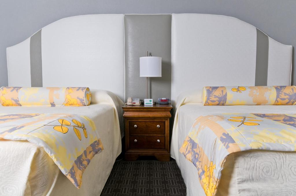 Book Now Caribbean Resort Myrtle Beach (Myrtle Beach, United States). Rooms Available for all budgets. Situated 2.6 km from Broadway at the Beach these rooms are located at The Jamaican Inn and Chelsea House rooms just 200 metres from The Caribbean Resort & Villas. Access to an