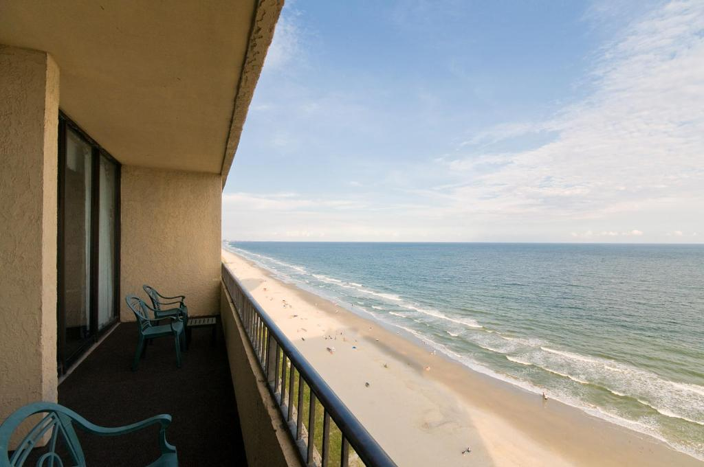 Book Now Ocean Reef Resort (Myrtle Beach, United States). Rooms Available for all budgets. This beachfront Myrtle Beach resort boasts 2 pools a water park and rooms with a private balcony. Dunes Golf Course is just 2.8 km away.Free WiFi a refrigerator and microwave