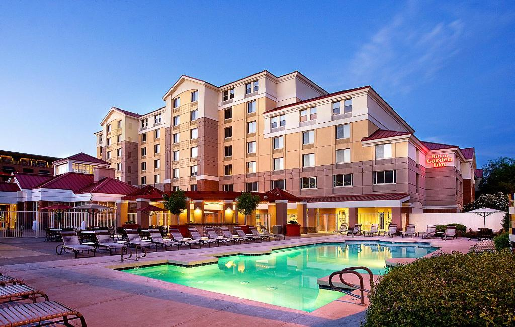 Book Now Hilton Garden Inn Scottsdale Old Town (Scottsdale, United States). Rooms Available for all budgets. Microwaves mini-fridges free parking and Wi-Fi plus a pool and an on-site restaurant are highlights at the non-smoking Hilton Garden Inn Scottsdale in Old Town. The seven-floo