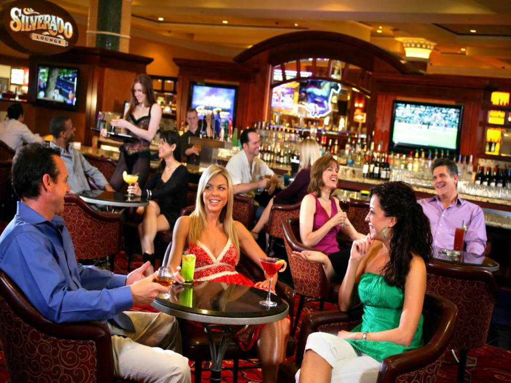 Book Now South Point Hotel Casino Spa (Las Vegas, United States). Rooms Available for all budgets. Free parking and shuttle service plus one of the largest casinos in the country have our guests buzzing about the South Point Hotel Casino and Spa. Spread across 60 acres in t
