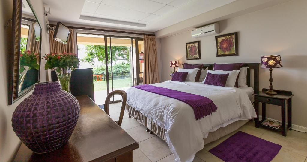 Deluxe Suite with Sea View - Guestroom Meander Manor