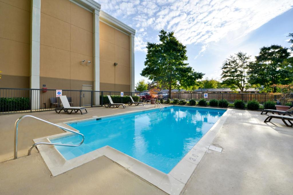 Book Now Best Western Plus Richmond Airport Hotel (Sandston, United States). Rooms Available for all budgets. Our guests go giddy for the complimentary hot breakfast and high-speed internet access at Best Western Plus Richmond Airport Hotel. This four-story hotel has 124 rooms with co