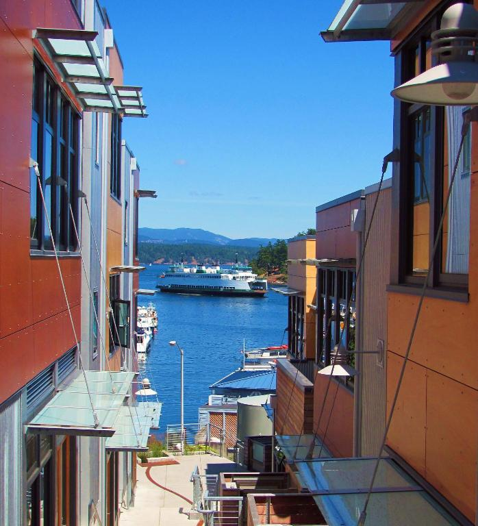 Book Now Island Inn at 123 West (Friday Harbor, United States). Rooms Available for all budgets. Located less than 5 minutes' walk to Friday Harbor Ferry Terminal this San Juan Islands inn features free Wi-Fi.Modern furnishings a flat-screen TV and an en suite bathroom ar