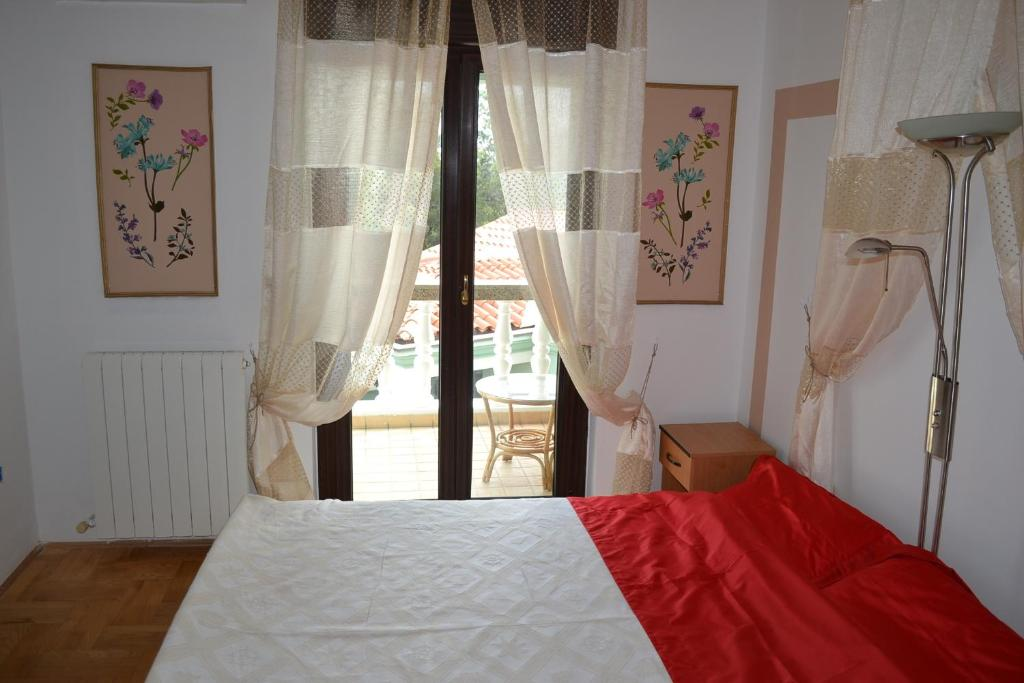 Classic Double Room with Balcony Apartments Villa Verde
