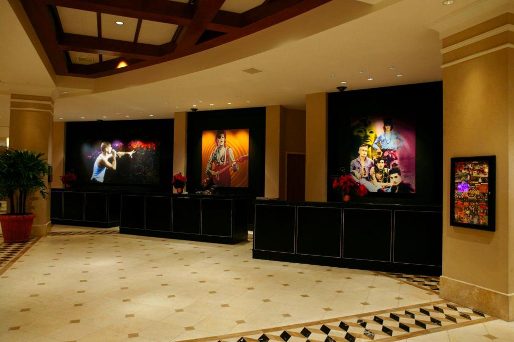 Book Now Universal's Hard Rock Hotel (Orlando, United States). Rooms Available for all budgets. Enjoy a mammoth pool with a sandy beach and a 260-foot slide at Universal's Hard Rock Hotel where guests also enjoy exclusive theme park benefits. Modeled after the California