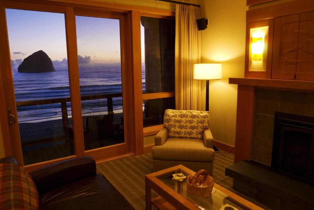 best price on the cottages at cape kiwanda in pacific city or rh agoda com Pacific City Oregon Kiwanda Cottages Cape Kiwanda Hotel