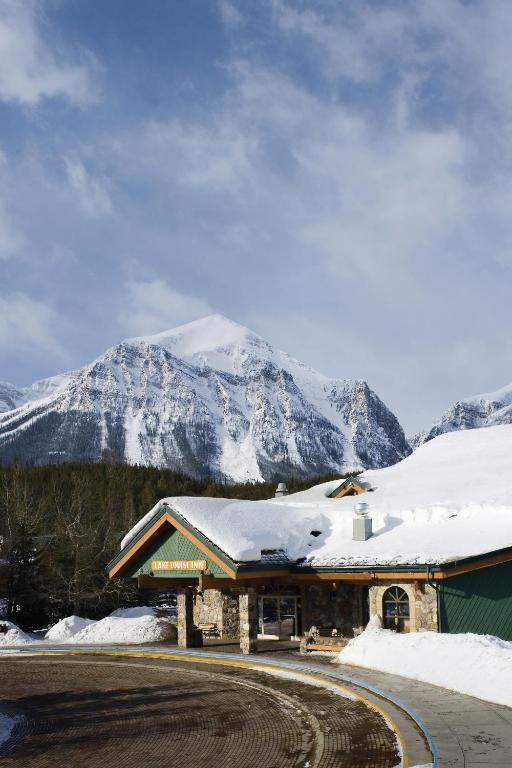 Book Now Lake Louise Inn (Lake Louise, Canada). Rooms Available for all budgets. Two restaurants an indoor pool a steam room and Wi-Fi are all provided by the non-smoking Lake Louise Inn located in a beautiful setting two miles from Lake Louise. Set amidst