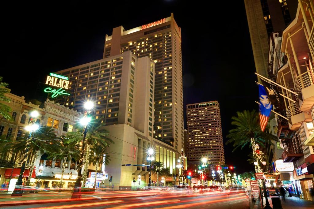 Book Now New Orleans Marriott (New Orleans, United States). Rooms Available for all budgets. A pool a wine bar an on-site Starbucks extensive event space and comfortable beds are among the grand amenities at the non-smoking New Orleans Marriott located right in the fa