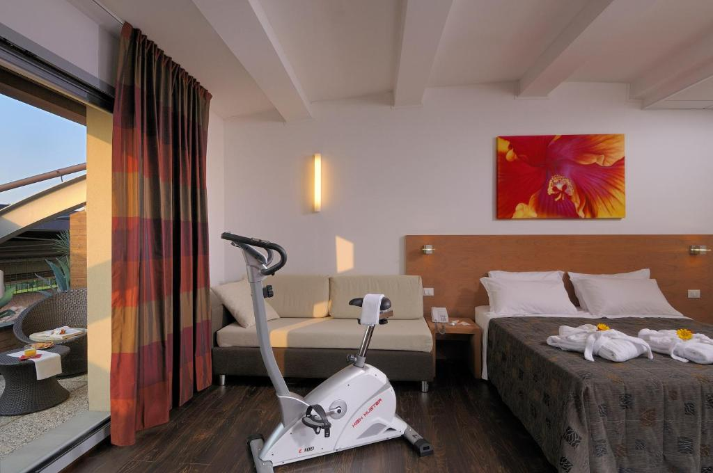 Book Now Relais Bellaria Hotel & Congressi (San Lazzaro di Savena, Italy). Rooms Available for all budgets. Offering a free seasonal pool free WiFi and free parking Relais Bellaria Hotel is just 5km from Bologna city centre. Set in San Lazzaro di Savena it is well connected by the A