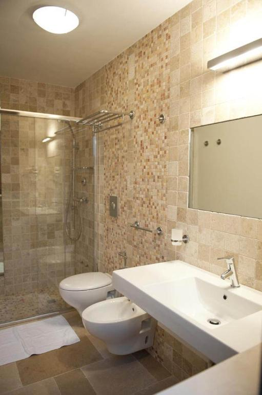 Book Now Donna Lucrezia (Pezze di Greco, Italy). Rooms Available for all budgets. Set just outside Pezze di Greco in the Puglia countryside Donna Lucrezia is 10 minutes' drive from Torre Canne beach. Its large garden features tables chairs and a swimming po