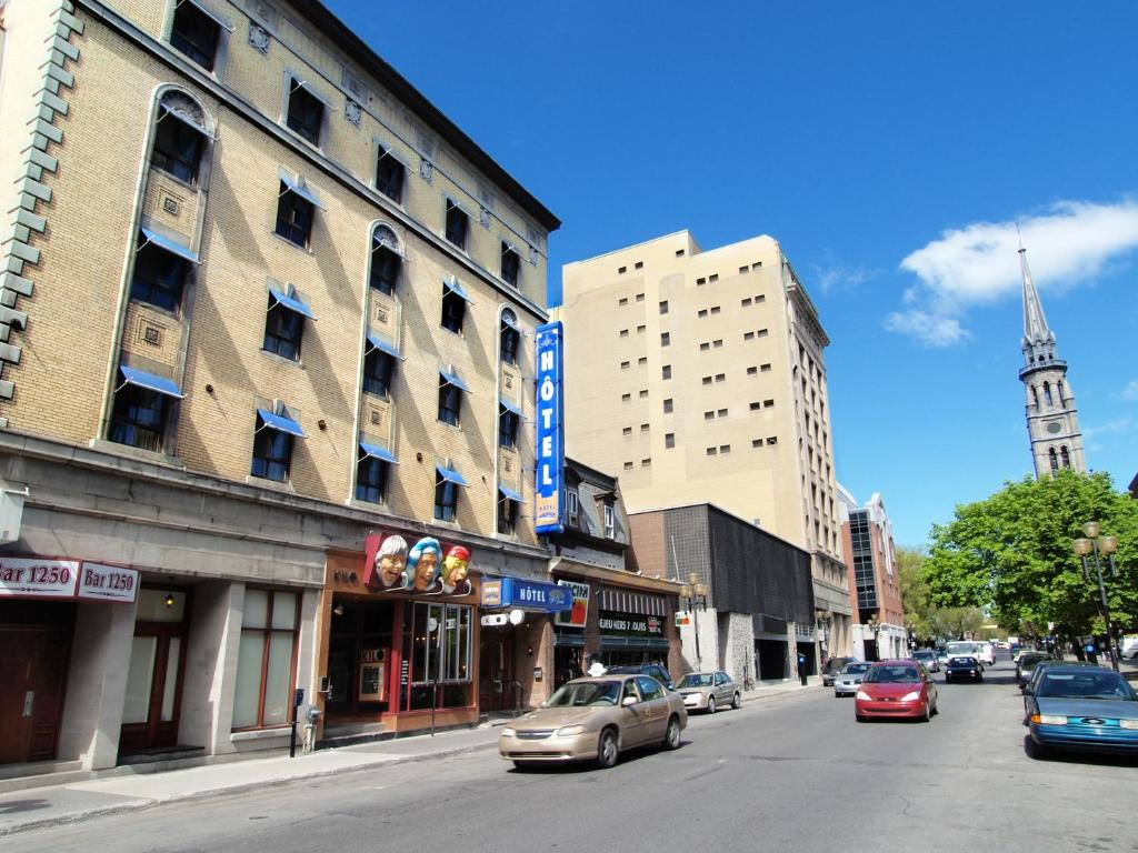 Book Now Hotel St Denis (Montreal, Canada). Rooms Available for all budgets. On-site dining free Wi-Fi and historic charm reign near shopping and dining in the Latin Quarter at the non-smoking Hotel St. Denis. Built in the 1920s the four-story Hotel St
