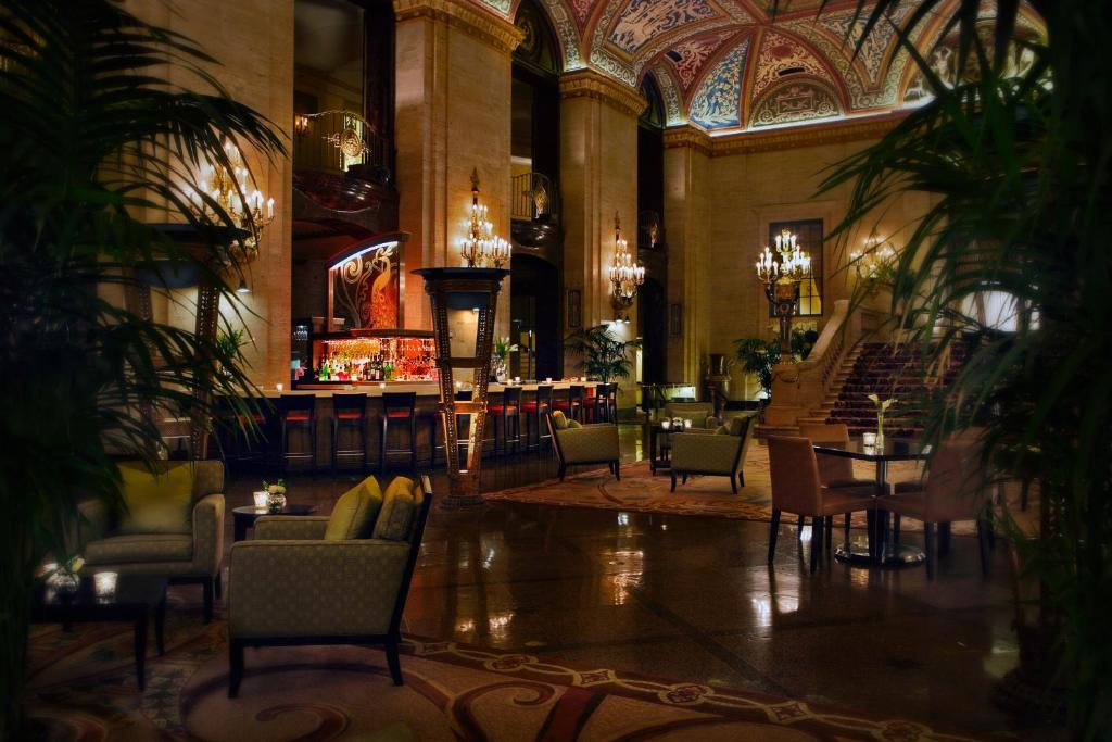 Book Now The Palmer House Hilton (Chicago, United States). Rooms Available for all budgets. A prime location business center and 10000-square-foot spa and fitness center — with an indoor pool — attract our guests to the Palmer House Hilton which also ch