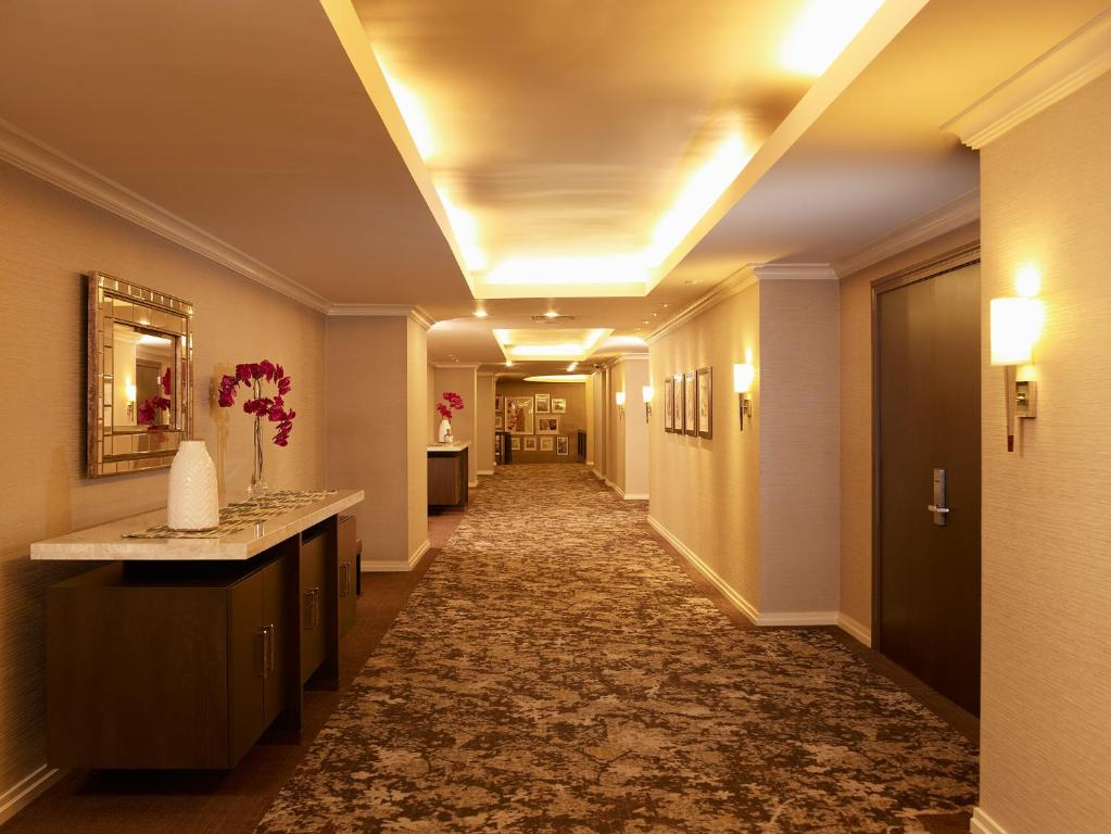 Book Now Park Central (New York City, United States). Rooms Available for all budgets. Premium beds in up-to-date style plus a Midtown location just three blocks from Central Park mean great value for our guests at Park Central. Park Central has 18 floors with 7