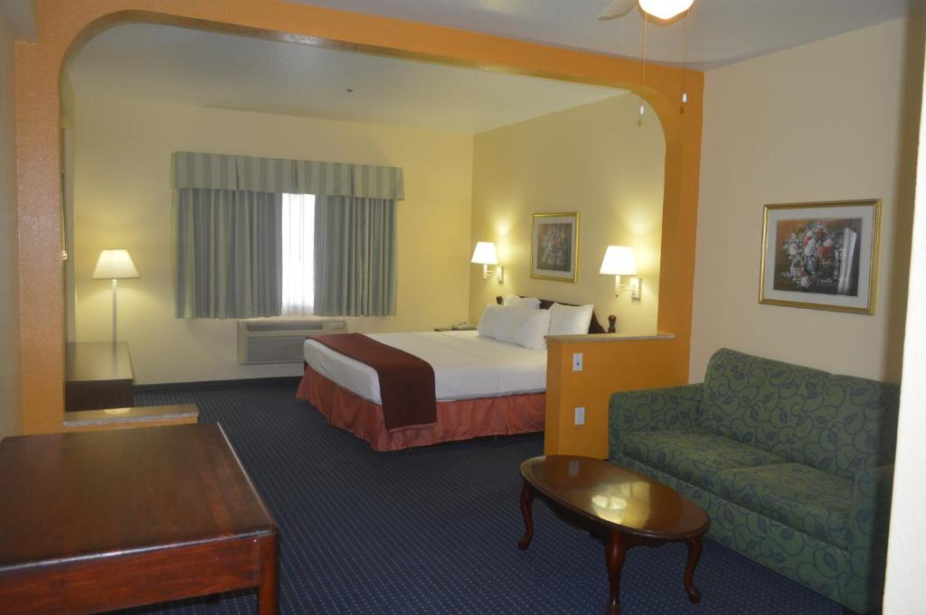 Quartos Howard Johnson Hotel & Suites by Wyndham San Antonio