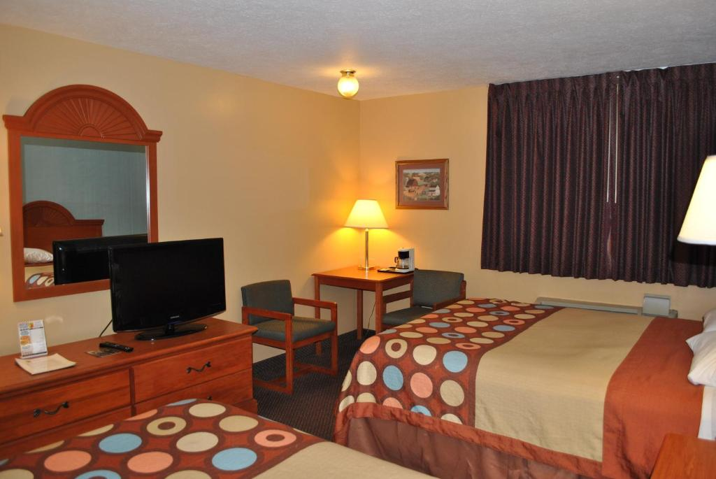 Book Now Super 8 Shipshewana (Shipshewana, United States). Rooms Available for all budgets. Free Wi-Fi and breakfast plus a convenient location right on Highway 5 are among the amenities our guests find at the Super 8 Shipshewana. All 54 rooms of this two-story prope