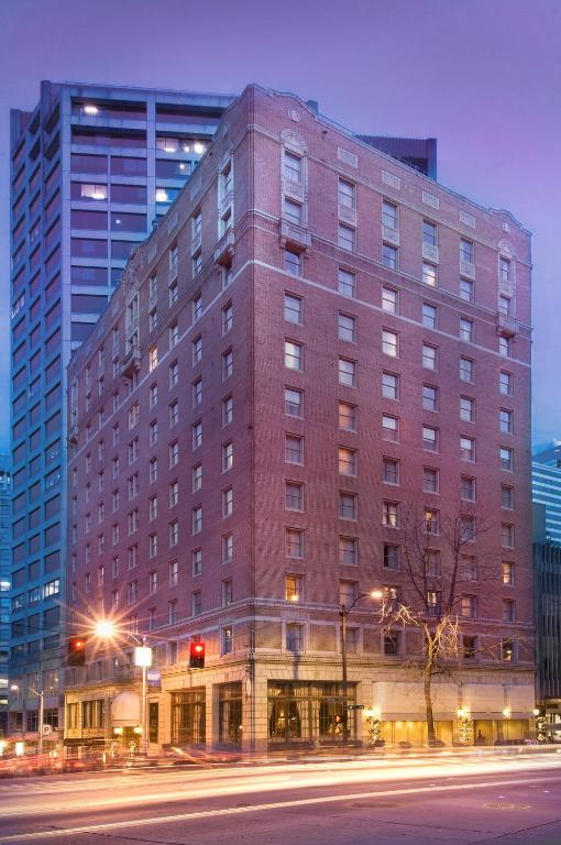 Book Now Mayflower Park Hotel (Seattle, United States). Rooms Available for all budgets. Elegant rooms with free Wi-Fi and deep soaking tubs and the Monorail to the Space Needle next door make the non-smoking Mayflower Park Hotel one of the most popular hotels in