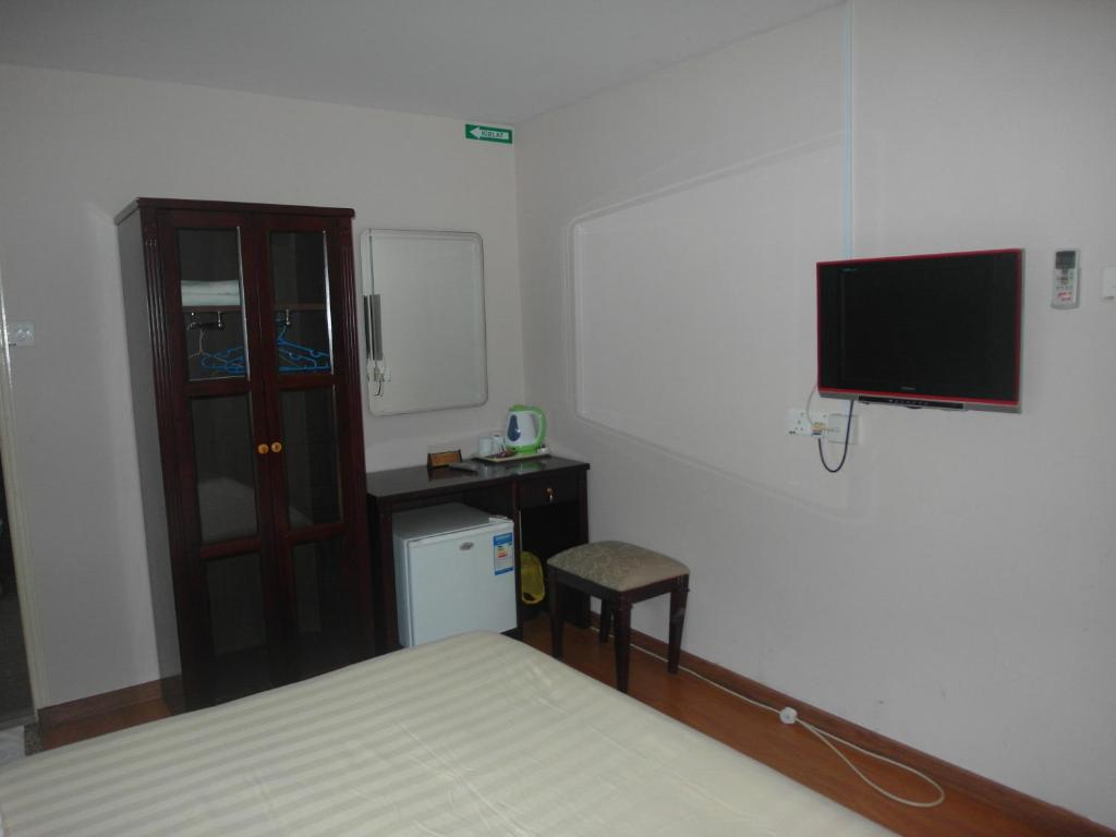 Standard Double Room - Bed