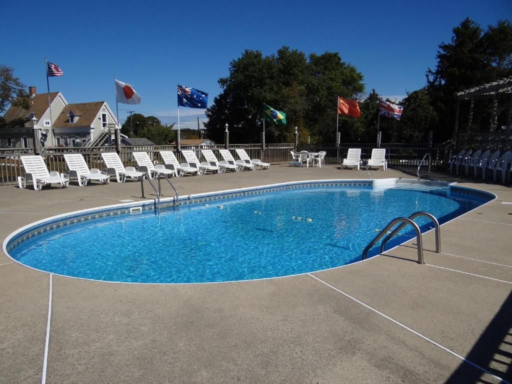 Book Now Jonathan Edwards Motel (Dennis Port, United States). Rooms Available for all budgets. Cape Cod Scenic Tours is 1 mile from this Dennis Port Massachusetts motel. It features free Wi-Fi in every room and an outdoor pool with a sun deck.A refrigerator and coffee m