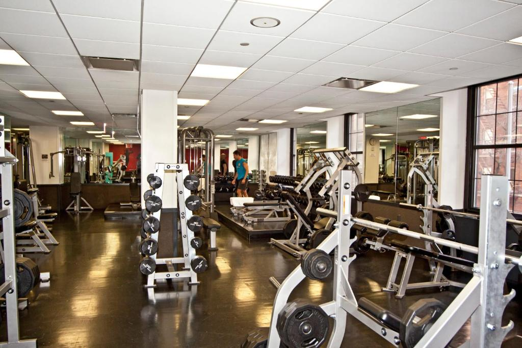 Book Now Vanderbilt YMCA (New York City, United States). Rooms Available for all budgets. With a fabulous location in Midtown Manhattan this New York hostel offers free WiFi and 24-hour security. United Nations Plaza is just 500 metres away.A flat-screen TV with ca