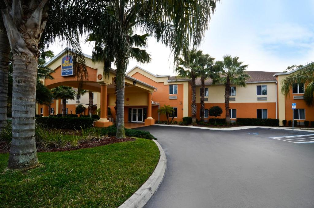 Book Now Best Western Edgewater Inn (Edgewater, United States). Rooms Available for all budgets. Guests enjoy complimentary continental breakfast an outdoor pool and proximity to the beach at the Best Western Edgewater Inn. The two-story Best Western has 45 rooms each equ