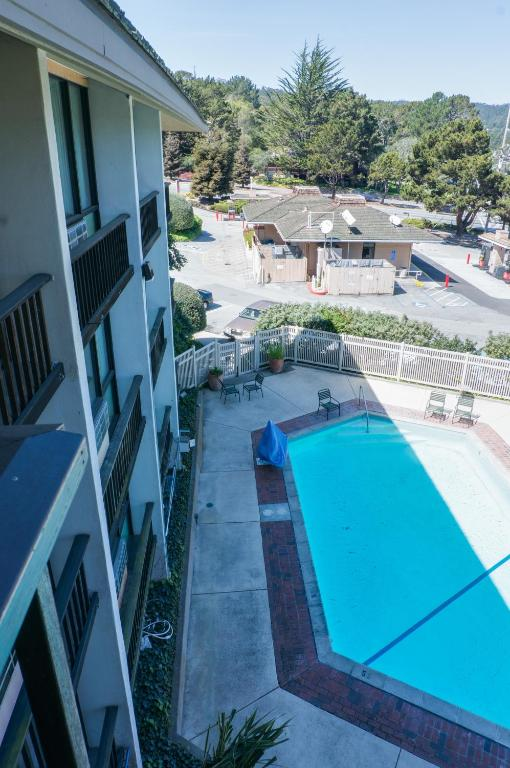 Book Now Bay Park Hotel (Monterey, United States). Rooms Available for all budgets. Just 5 miles from Monterey Bay Aquarium this hotel features an on-site restaurant and bar. A seasonal outdoor pool is available. Free WiFi is included in all rooms. Pebble Bea