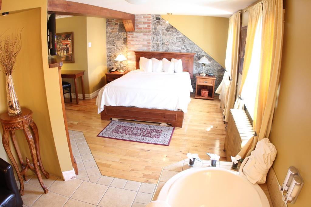 Book Now Hotel Acadia (Quebec City, Canada). Rooms Available for all budgets. Situated in the heart of Old Quebec this 3-building property combines the charm of a historic setting with the comfort of modern amenities.Hotel Acadia features accommodations