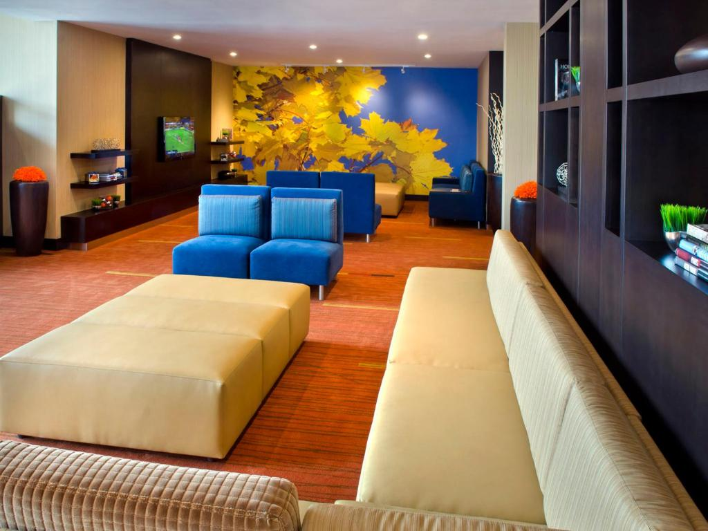 Book Now Courtyard by Marriott Niagara Falls (Niagara Falls, Canada). Rooms Available for all budgets. Our guests enjoy a heated outdoor pool with a waterslide and a location one block from Niagara Falls at the non-smoking Courtyard by Marriott Niagara Falls. This 10-floor prop