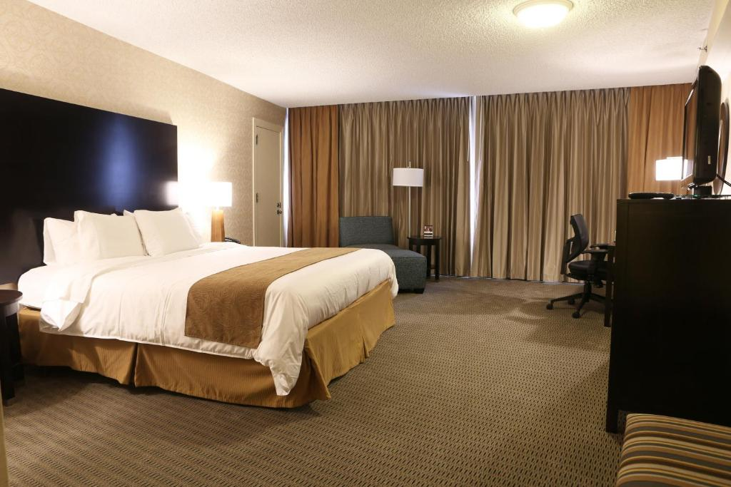 Book Now Radisson Hotel Valley Forge (King of Prussia, United States). Rooms Available for all budgets. On-site dining an outdoor pool and easy casino access make the Radisson Hotel Valley Forge a convenient home base for our guests. All 327 non-smoking rooms at the 15-story Rad