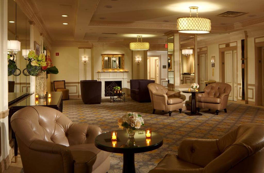 Book Now Warwick New York (New York City, United States). Rooms Available for all budgets. A heart-of-the-city location close to Broadway theaters and upscale amenities make the legendary Warwick New York a great Midtown choice. The non-smoking Warwick New York was