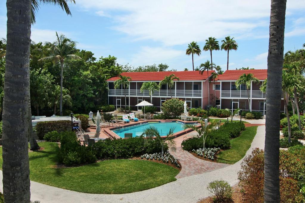 Book Now Song Of The Sea (Sanibel, United States). Rooms Available for all budgets. Golf and tennis kitchen-style appliances and easy beach access paint a pretty picture at the Song of the Sea. The two-story Song of the Sea furnishes 30 rooms with screened po
