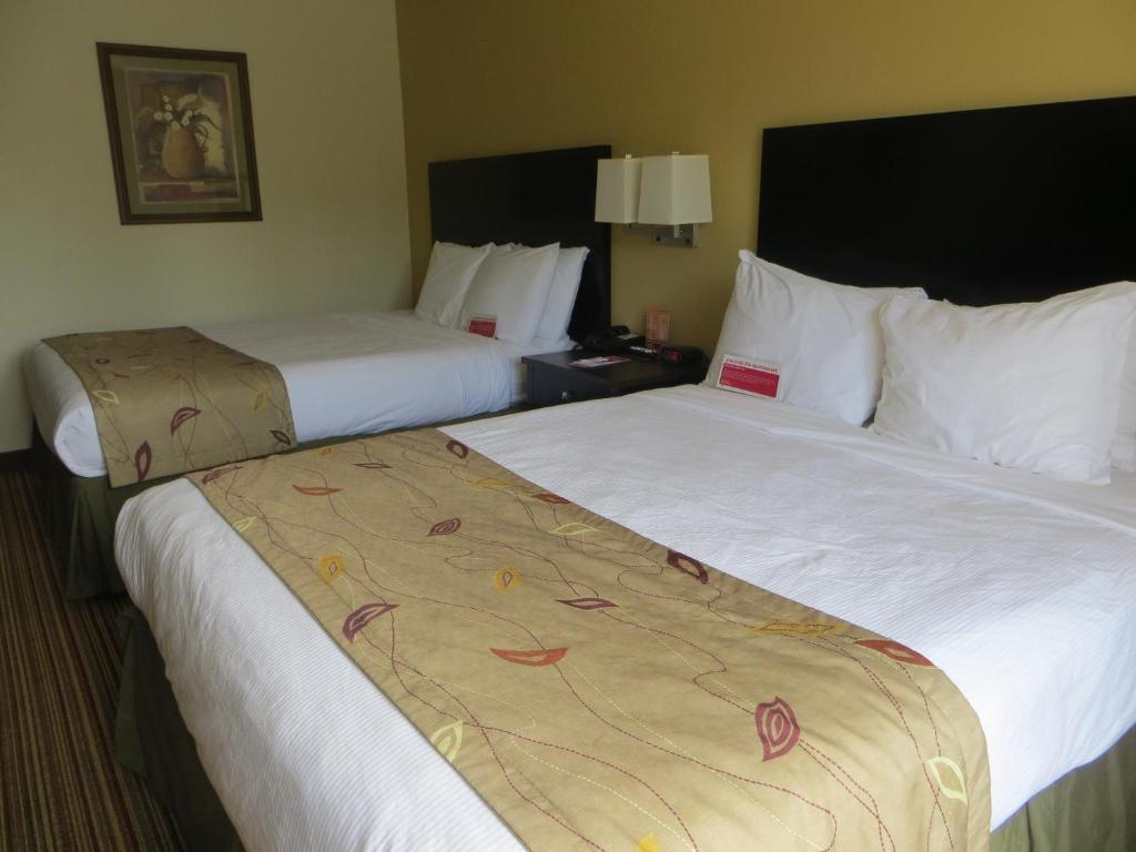 Book Now Ramada Wisconsin Dells (Wisconsin Dells, United States). Rooms Available for all budgets. Free breakfast an inviting indoor pool and comfortable well-equipped rooms help distinguish the non-smoking Ramada Wisconsin Dells making it a popular favorite among our guest