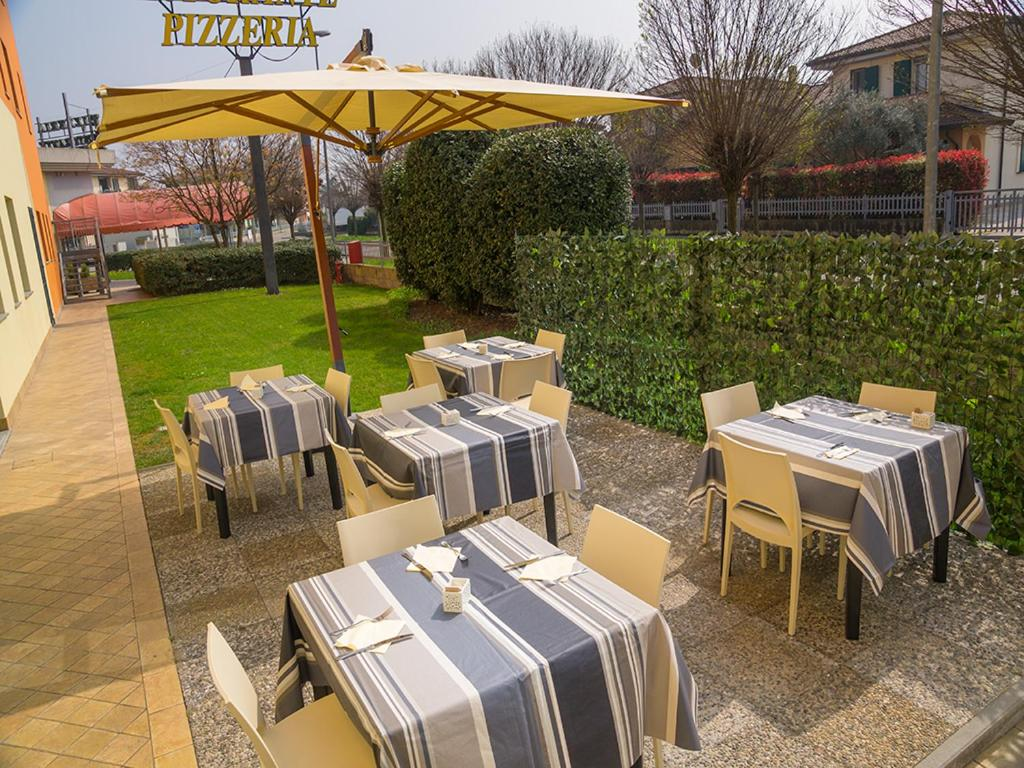 Book Now Eden Hotel (Castel Dario, Italy). Rooms Available for all budgets. Located in the historic centre of Castel d'Ario between Mantua and Verona the Eden Hotel offers free parking with video surveillance and free Wi-Fi. The rooms are spacious and