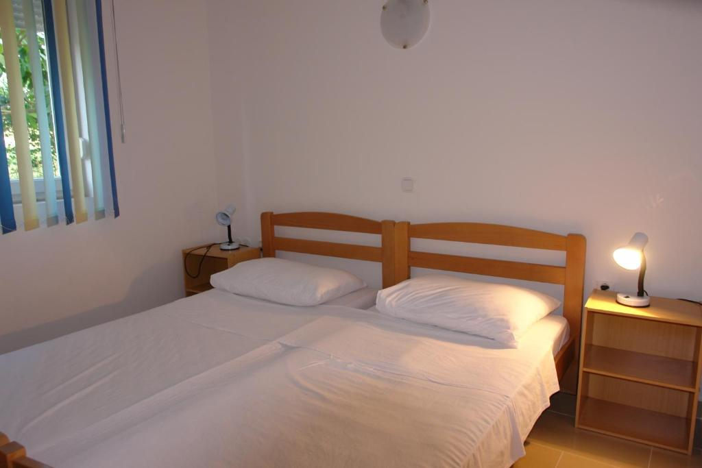 Apartment with Terrace - Guestroom Apartments Adria