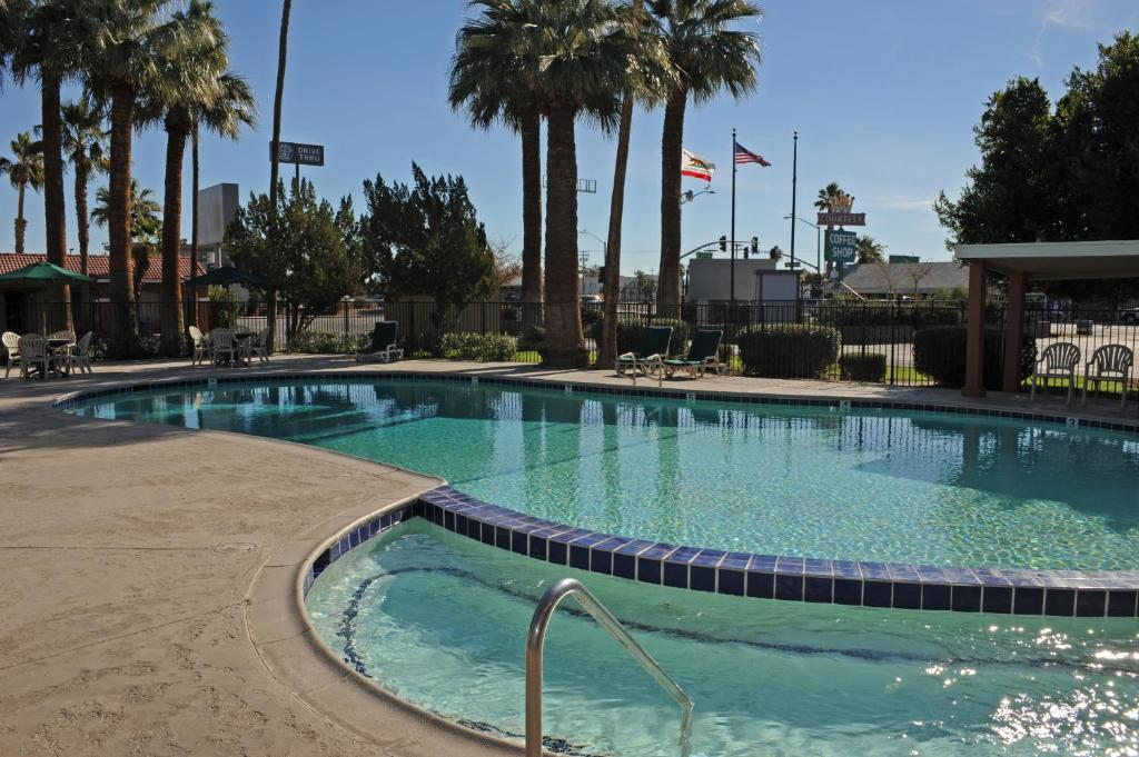 Book Now Best Western Sahara (Blythe, United States). Rooms Available for all budgets. Free Wi-Fi a free hot breakfast and a large outdoor pool make the Best Western Sahara a popular choice among our guests passing through Blythe. The 46 rooms of this one-story