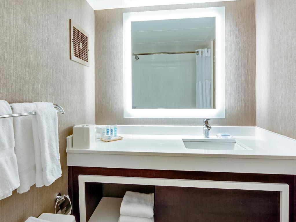 Book Now Wyndham Atlanta Galleria (Atlanta, United States). Rooms Available for all budgets. On-site dining pillowtop mattresses lots of in-room amenities and a convenient location near two interstates make the non-smoking Wyndham Atlanta Galleria a great base for exp