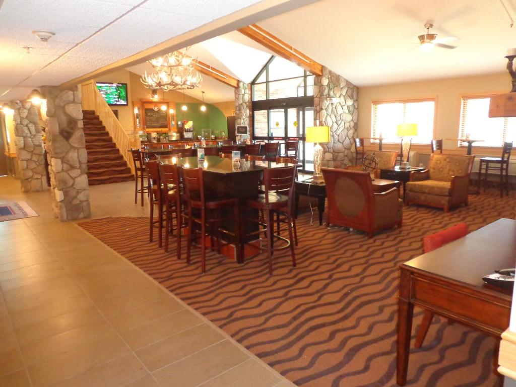 Americinn Hotel Suites Grand Forks Grand Forks Nd 1820 South Columbia Rd 58201