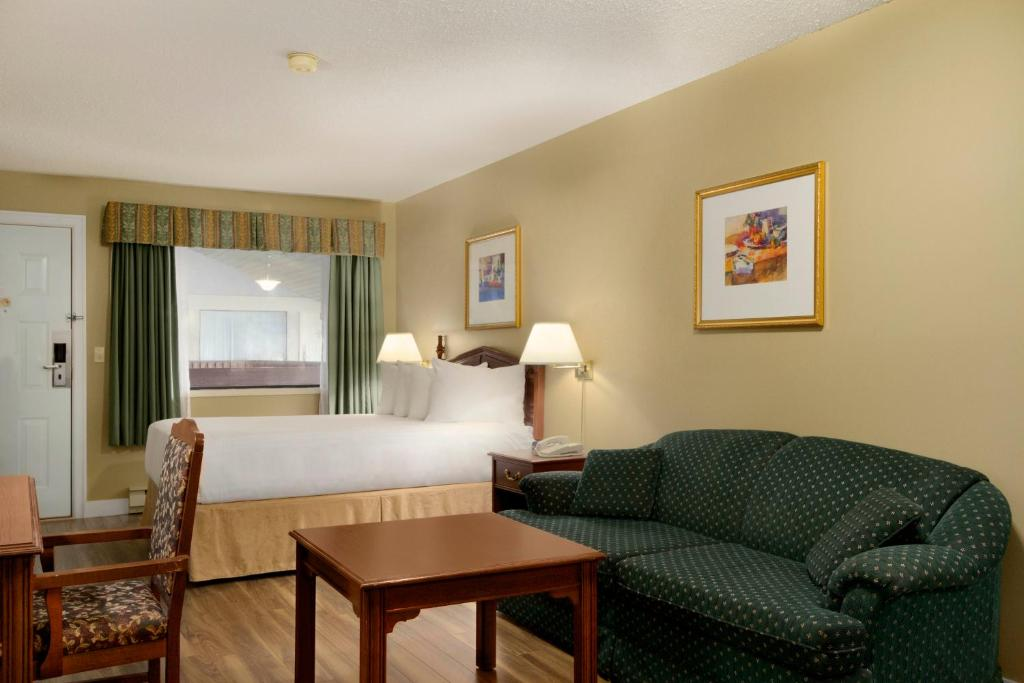 Book Now Days Inn Vernon (Vernon, Canada). Rooms Available for all budgets. Wi-Fi is free at the non-smoking Days Inn Vernon in south-central British Columbia which also offers free breakfast and has a cozy indoor pool. At this two-story hotel the 53