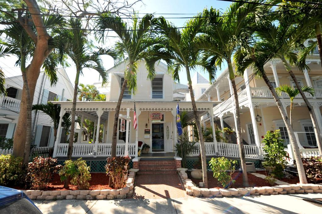 Book Now The Palms Hotel (Key West, United States). Rooms Available for all budgets. Located just 1 mile from historic Duval Street this Key West hotel features a heated swimming pool and a daily continental breakfast. Free WiFi is available throughout the pro