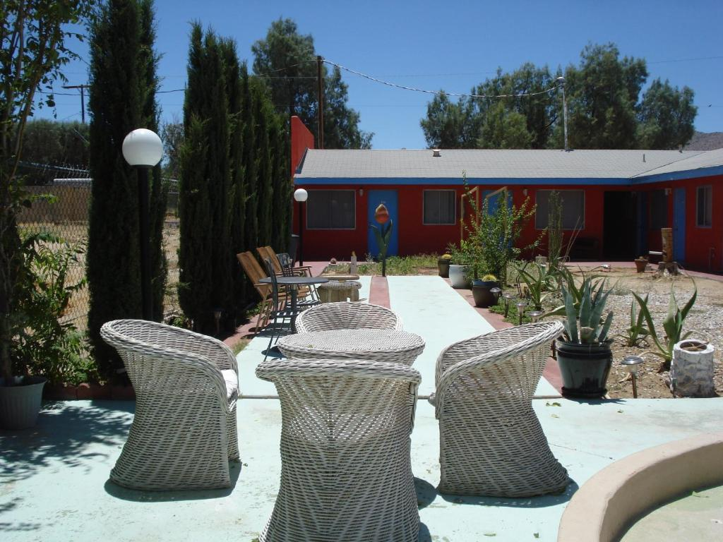 Book Now Safari Motor Inn - Joshua Tree (Joshua Tree, United States). Rooms Available for all budgets. Offering a seasonal outdoor pool Safari Motor Inn - Joshua Tree is located in Joshua Tree. Free WiFi access is available. Free parking is available on site. Joshua Tree Nation
