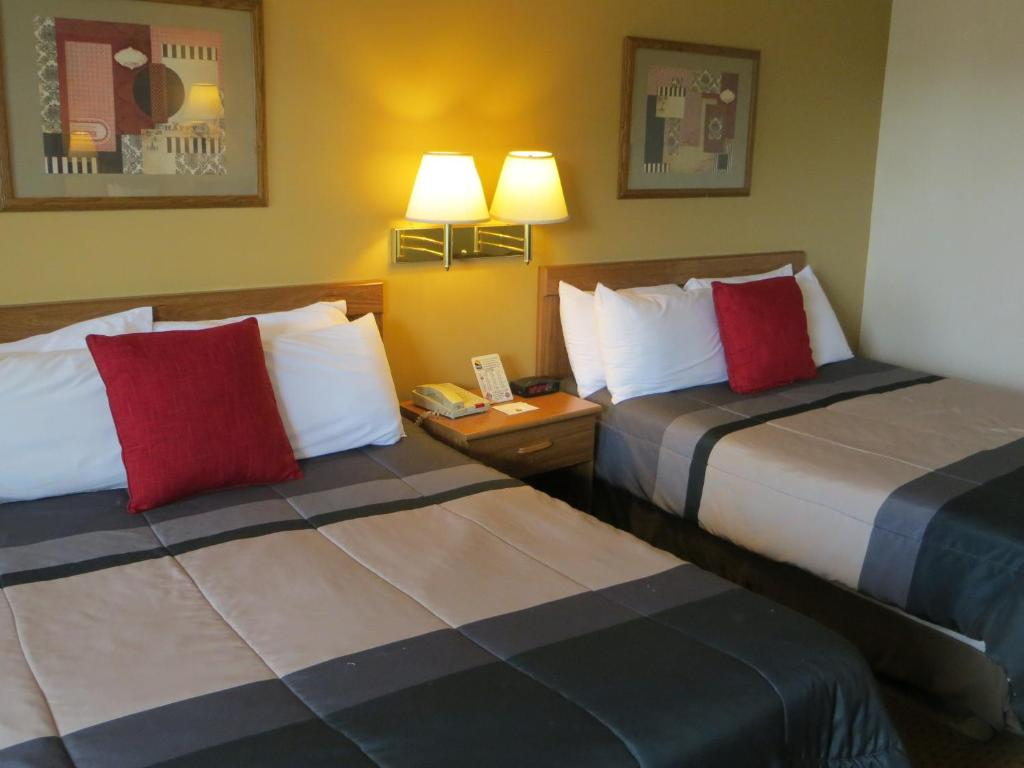 Book Now Lodge At The Falls (Branson, United States). Rooms Available for all budgets. Quiet yet convenient to Branson attractions and featuring free breakfast and a seasonal outdoor pool the Lodge at the Falls Branson is an affordable lodging option that is amo