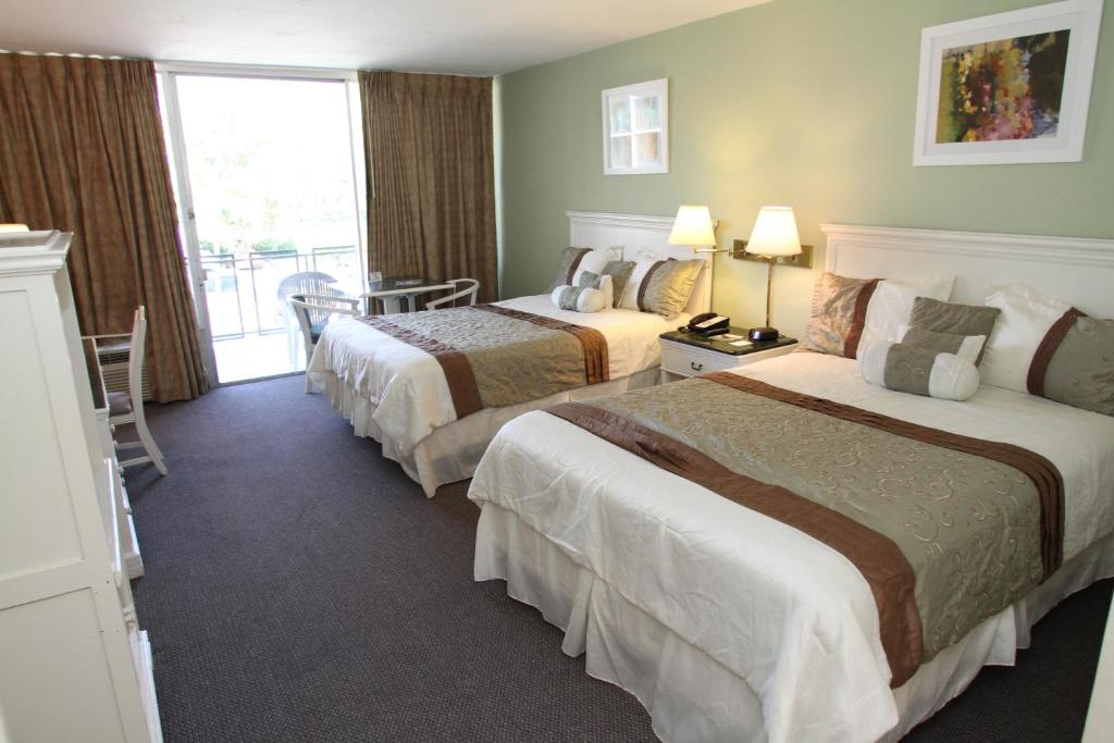Book Now Hotel Chateaubleau (Miami, United States). Rooms Available for all budgets. Offering an outdoor pool this Coral Gables hotel is 1.2 km from the Miracle Mile Miami shopping district. An airport shuttle is provided to the Miami International Aiport whic