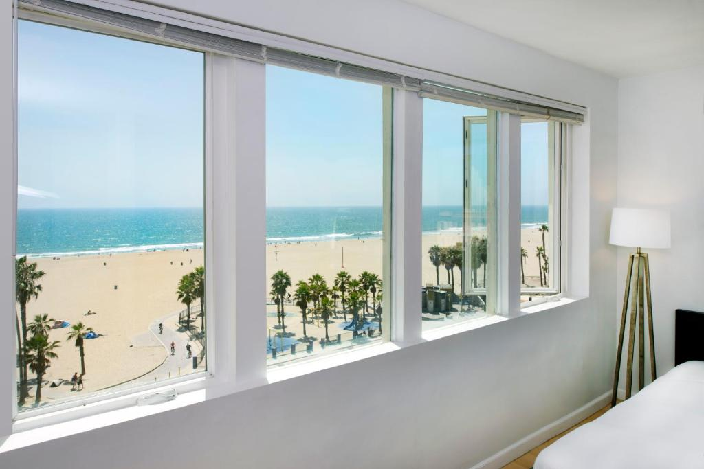 Book Now AIR Venice on the Beach (Los Angeles, United States). Rooms Available for all budgets. Located on the famous Oceanfront Walk these historic hotel rooms boast beautiful views of Venice Beach and the Pacific Ocean. Free WiFi is available in all areas. Guests can e
