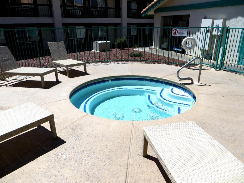 Book Now Virgin River Hotel and Casino (Mesquite, United States). Rooms Available for all budgets. Located off Interstate 15 this Mesquite Nevada hotel and casino offers an on-site restaurant and lounge a bowling alley and rooms with cable TV.A radio hairdryer alarm clock a